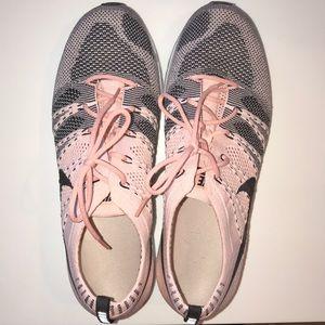 BRAND NEW Nike women's Flyknit trainer